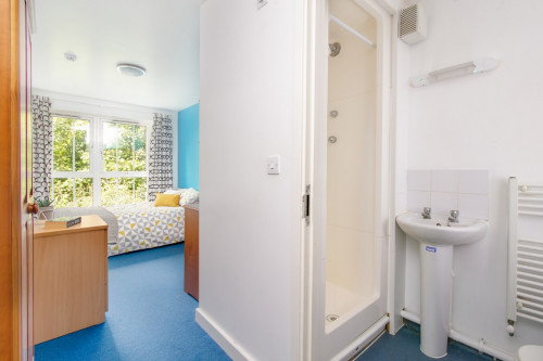 Small En-Suite - Gallery - 3