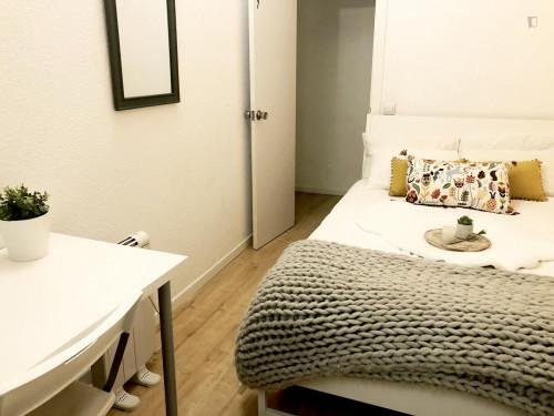 Very nice double bedroom in an 8-bedroom flat, in the Cortes neighbourhood  - Gallery -  9