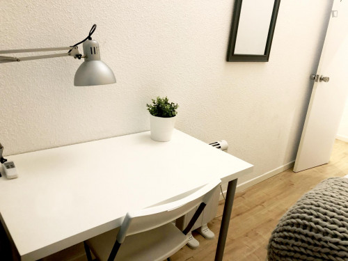 Very nice double bedroom in an 8-bedroom flat, in the Cortes neighbourhood  - Gallery -  8