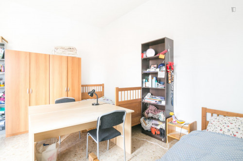 Well-lit single bed in a 3-bedroom apartment near Bocconi University  - Gallery -  3