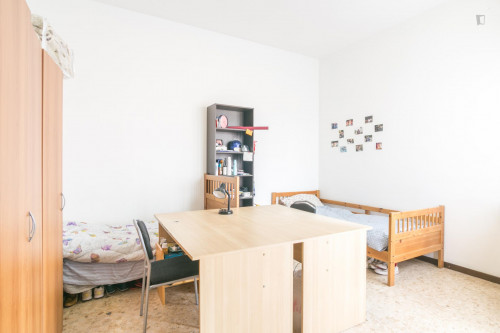 Well-lit single bed in a 3-bedroom apartment near Bocconi University  - Gallery -  1