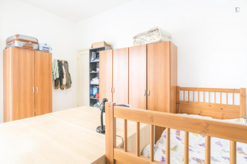 Well-lit single bed in a 3-bedroom apartment near Bocconi University  - Gallery -  2