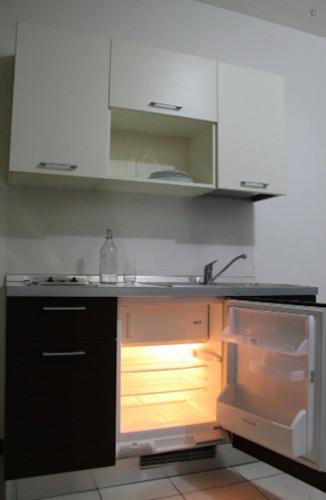 Very neat single bedroom in 3-bedroom flat, near Bicocca  - Gallery -  6