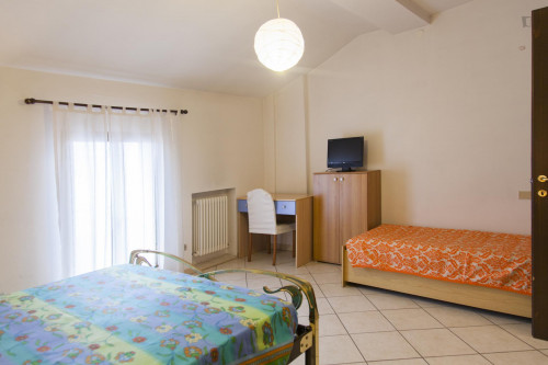 Single bed in spacious twin Bedroom in Saffi