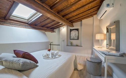 Vintage 2-bedroom apartment in Santa Maria Novella  - Gallery -  1