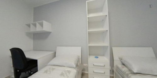 Bed in a modern twin bedroom in a 2-bedroom apartment close to Lingotto