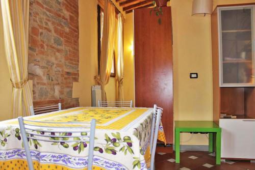 Warm and comfy studio near the Firenze P.Prato train station  - Gallery -  7
