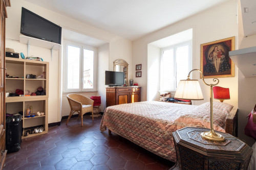 Student-friendly double bedroom in Rione XV Esquilino  - Gallery -  1