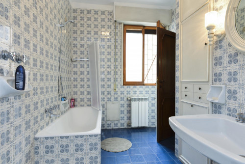 Welcoming single bedroom bordering Quartiere X Ostiense  - Gallery -  8