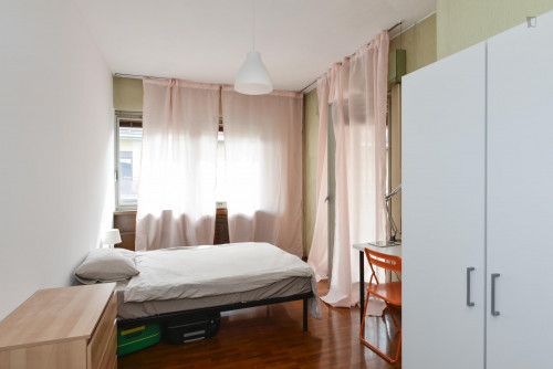 Welcoming single bedroom bordering Quartiere X Ostiense  - Gallery -  1