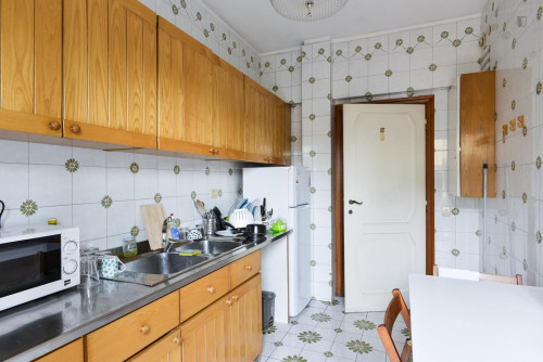 Welcoming single bedroom bordering Quartiere X Ostiense  - Gallery -  7