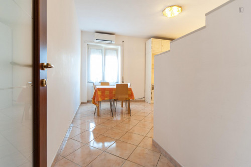 Wide and bright double bedroom in a 3-bedroom flat, near Largo Preneste  - Gallery -  3