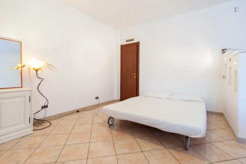 Wide and bright double bedroom in a 3-bedroom flat, near Largo Preneste  - Gallery -  2