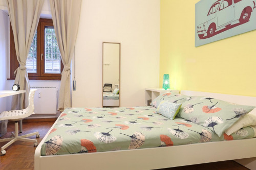 Well-lit double bedroom close to the Stadio Olimpico  - Gallery -  2