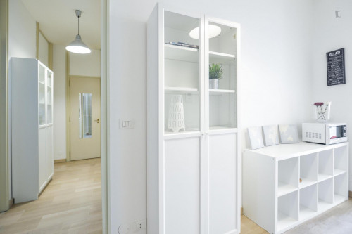 Well-lit double bedroom near Porta Nuova  - Gallery -  1