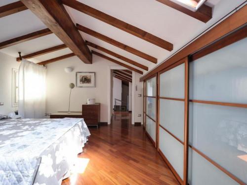 Wonderful 2-bedroom apartment close to the Basilica di Santo Stefano  - Gallery -  2