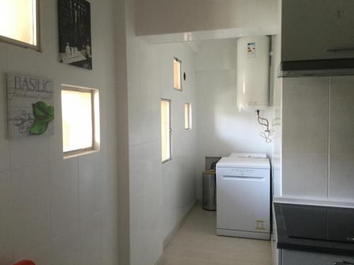 Very nice single bedroom in Caparica  - Gallery -  1