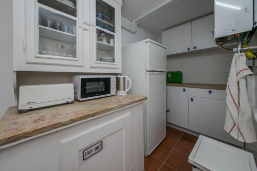 Very nice single bedroom in well-connected Marques de Pombal  - Gallery -  9