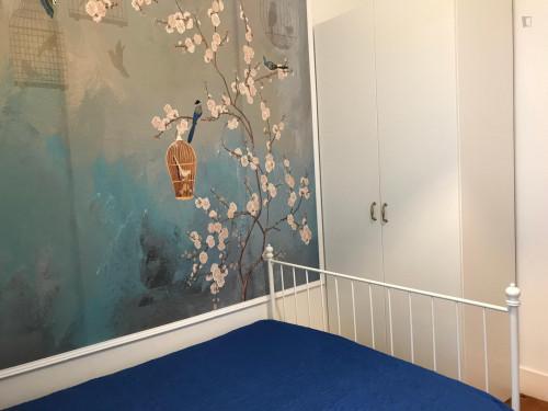 Tasteful double bedroom near the Saldanha and main Universities  - Gallery -  3
