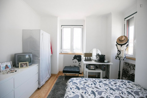 Very bright room in Campolide  - Gallery -  3