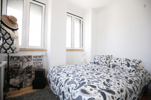 Very bright room in Campolide  - Gallery -  5