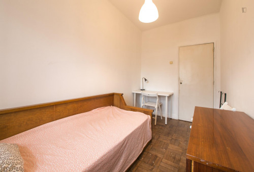 Pleasant single bedroom close to typical Jardim da Estrela