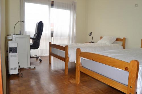 Suitable twin bedroom in Areosa, close to Pólo Universitário  - Gallery -  1