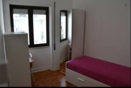 Welcoming single bedroom in near Instituto Superior de Contabilidade e Administração de Coimbra  - Gallery -  1