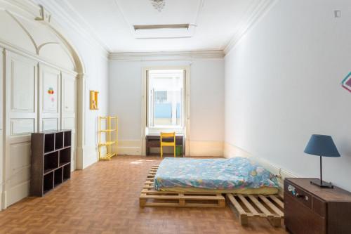 Welcoming double bedroom close to Universidade do Porto  - Gallery -  2