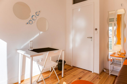 Very bright room near Universidade Autónoma de Lisboa  - Gallery -  3
