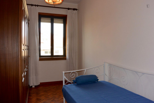 Very nice single bedroom in Lordelo do Ouro  - Gallery -  1