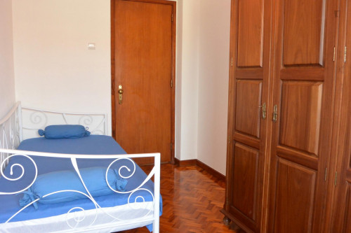 Very nice single bedroom in Lordelo do Ouro  - Gallery -  2