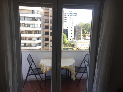 Very nice double bedroom with a balcony, in Alvalade  - Gallery -  4
