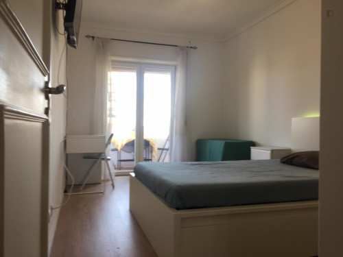 Very nice double bedroom with a balcony, in Alvalade  - Gallery -  2
