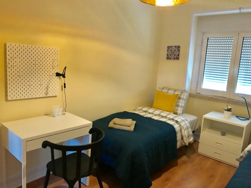 TWIN bedroom in a very well located apartment .  - Gallery -  2
