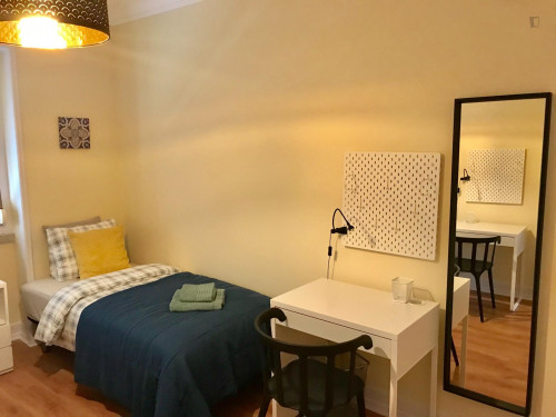 TWIN bedroom in a very well located apartment .  - Gallery -  3