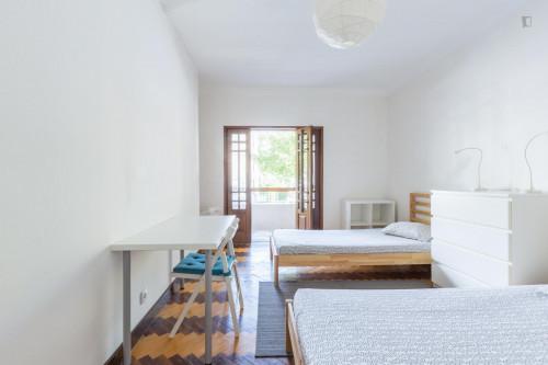 Twin bedroom in a 10-bedroom student house, in Paranhos  - Gallery -  2