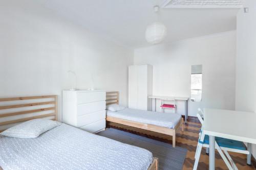 Twin bedroom in a 10-bedroom student house, in Paranhos  - Gallery -  3