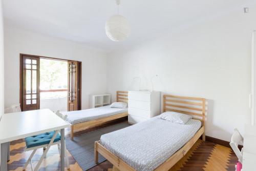 Twin bedroom in a 10-bedroom student house, in Paranhos  - Gallery -  1