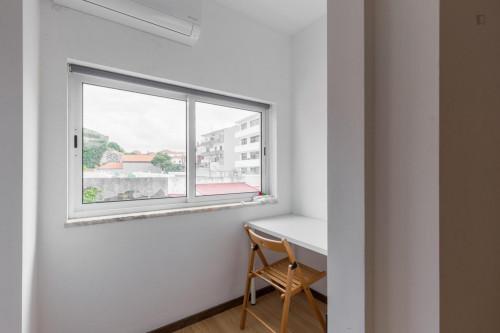 Tasteful single bedroom in well-linked Bonfim  - Gallery -  3