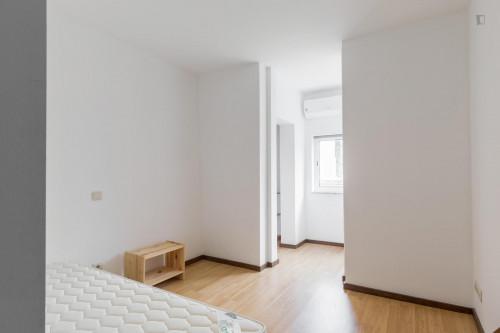 Tasteful single bedroom in well-linked Bonfim  - Gallery -  2