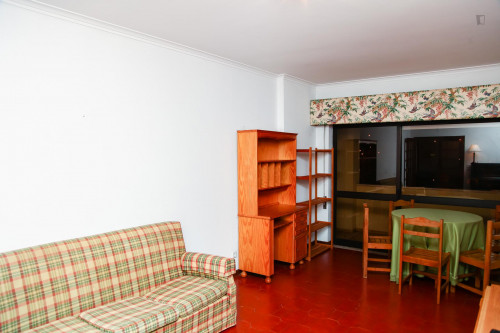 Typical 2-bedroom apartment in residential Olivais neighbourhood  - Gallery -  1