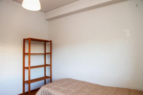 Suitable single bedroom in a 5-bedroom apartment, next to Universidade de Coimbra  - Gallery -  2