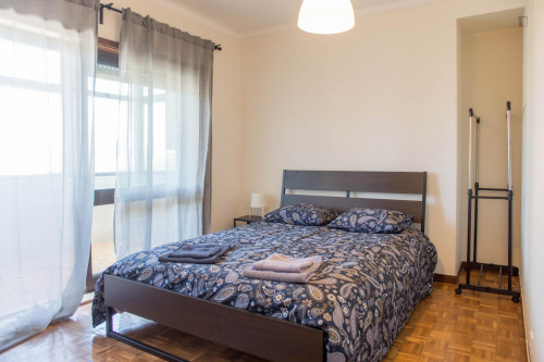Wonderful double bedroom with a balcony near Universidade Lusíada Porto  - Gallery -  6