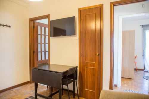 Wonderful double bedroom with a balcony near Universidade Lusíada Porto  - Gallery -  8