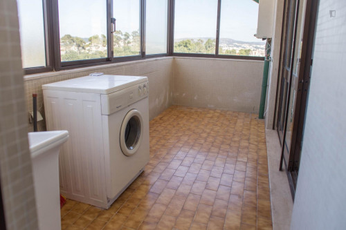 Wonderful double bedroom with a balcony near Universidade Lusíada Porto  - Gallery -  3