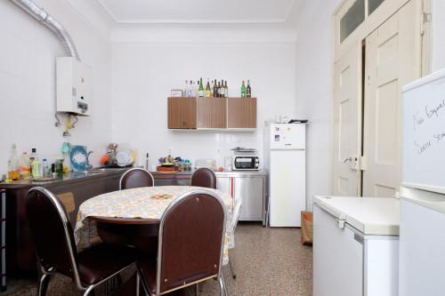 Welcoming single bedroom close to Faculdade De Economia  - Gallery -  9