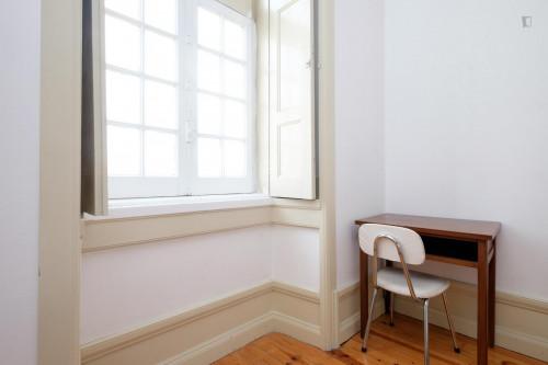 Welcoming single bedroom close to Faculdade De Economia  - Gallery -  4
