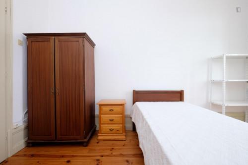 Welcoming single bedroom close to Faculdade De Economia  - Gallery -  5