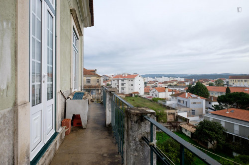 Welcoming single bedroom close to Faculdade De Economia  - Gallery -  2